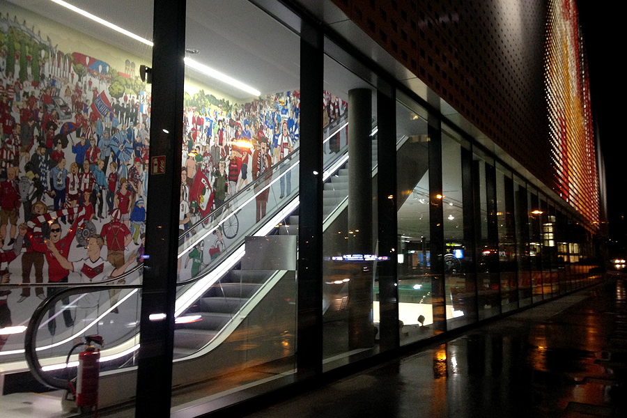 wimmelbild rolltreppe fussballmuseum